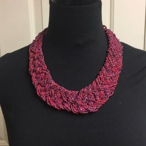 Red tones beaded necklace